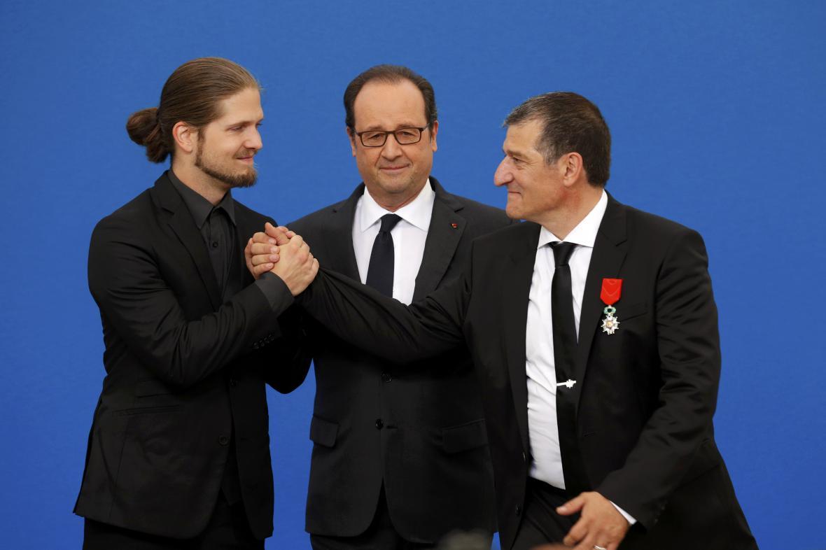 Hollande předal Catalanovi a Leperovi řád Čestné legie