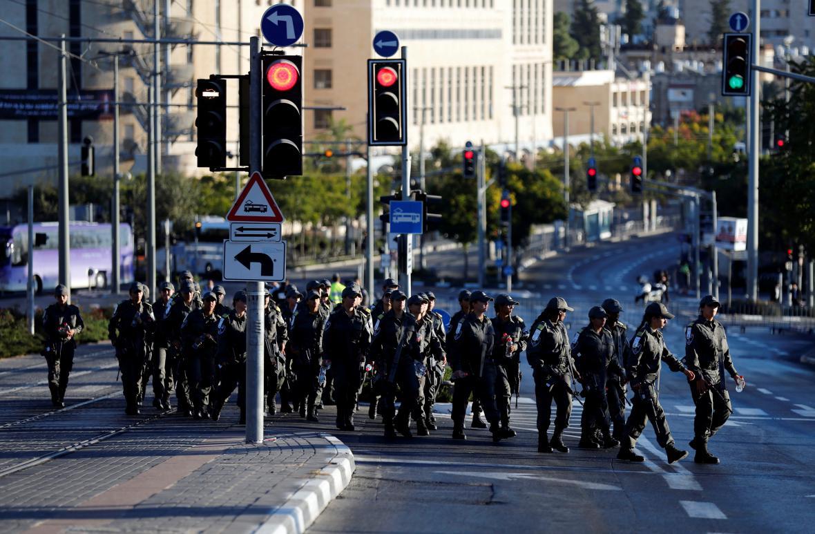 Vojáci v ulicích Jeruzaléma