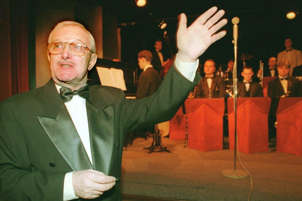 Jiří Suchý v pražském Divadle Semafor, 2000