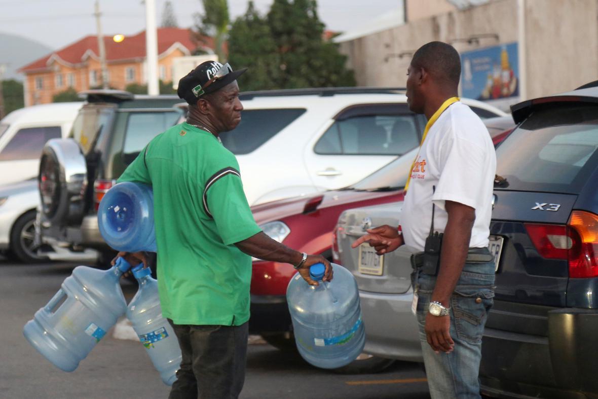 Jamajčané se připravují na příchod hurikánu Matthew