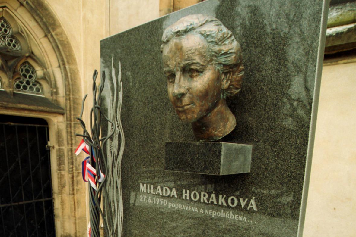 Symbolický hrob na vyšehradském Slavíně