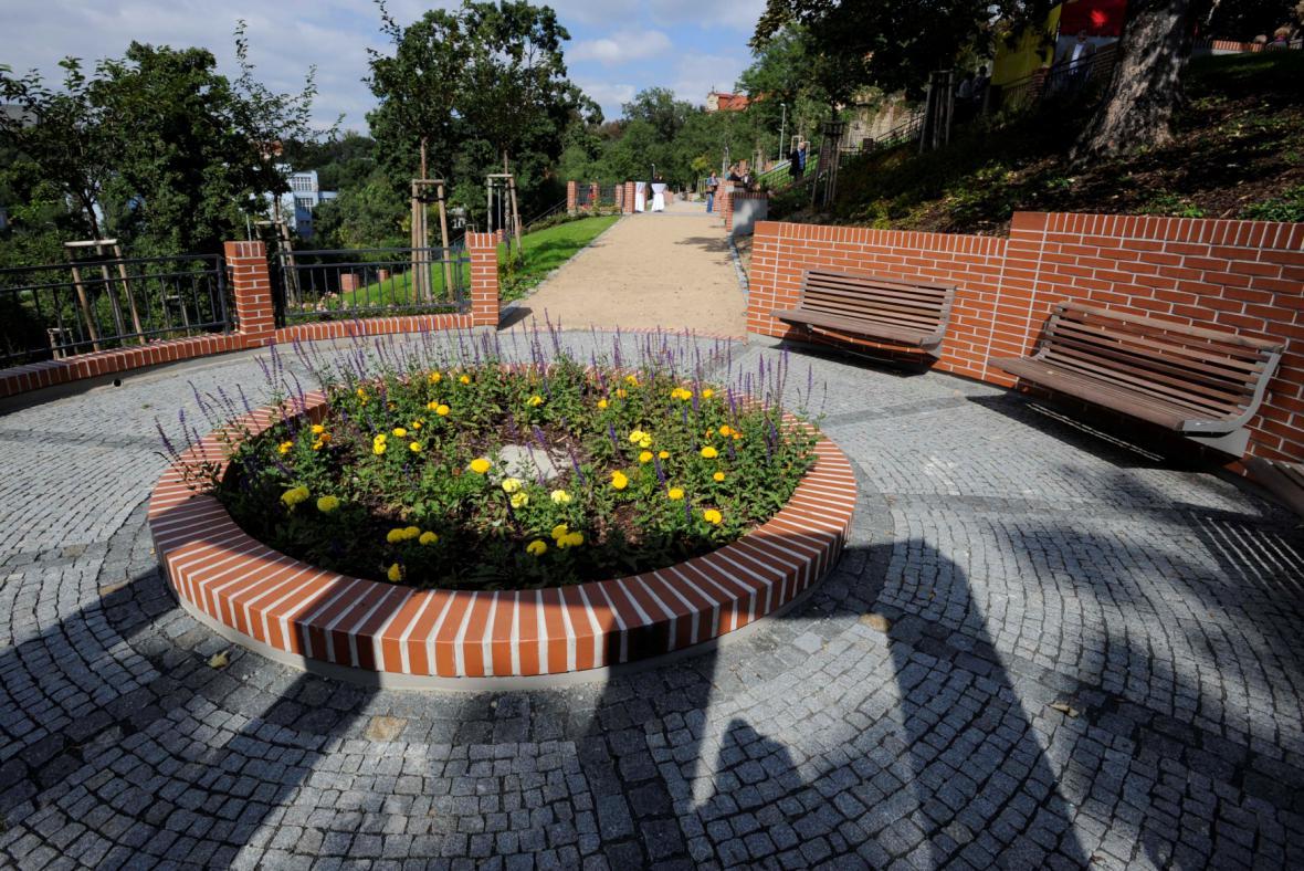 Prostor pro nový pomník v zahradě Ztracenka