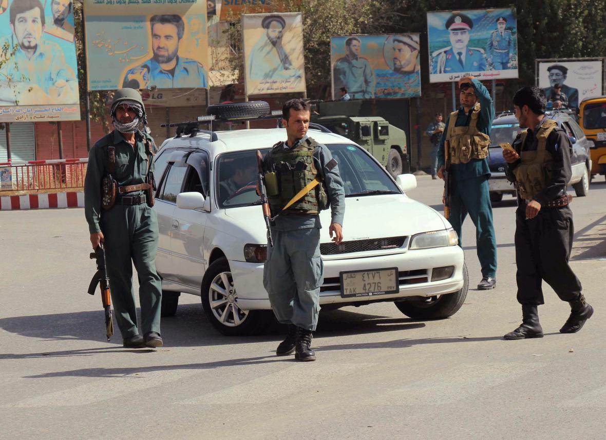 Afghánská policie hlídkuje v Kunduzu
