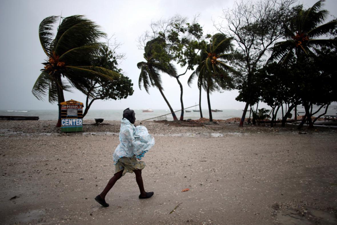 Blížící se hurikán přinesl na Haiti déšť