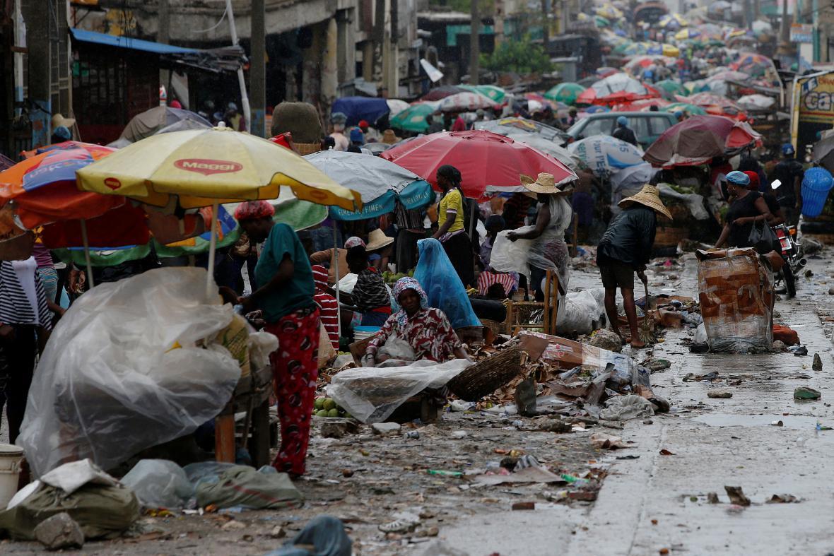 Prodejci zboží v haitském Port-au-Prince