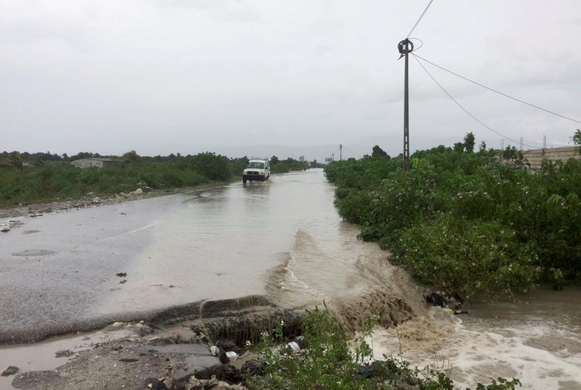 Zatopená silnice v hlavním městě Haiti