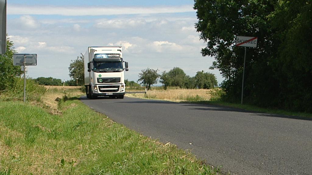 Kamionová doprava trápí řadu obcí (nejen) ve Středočeském kraji