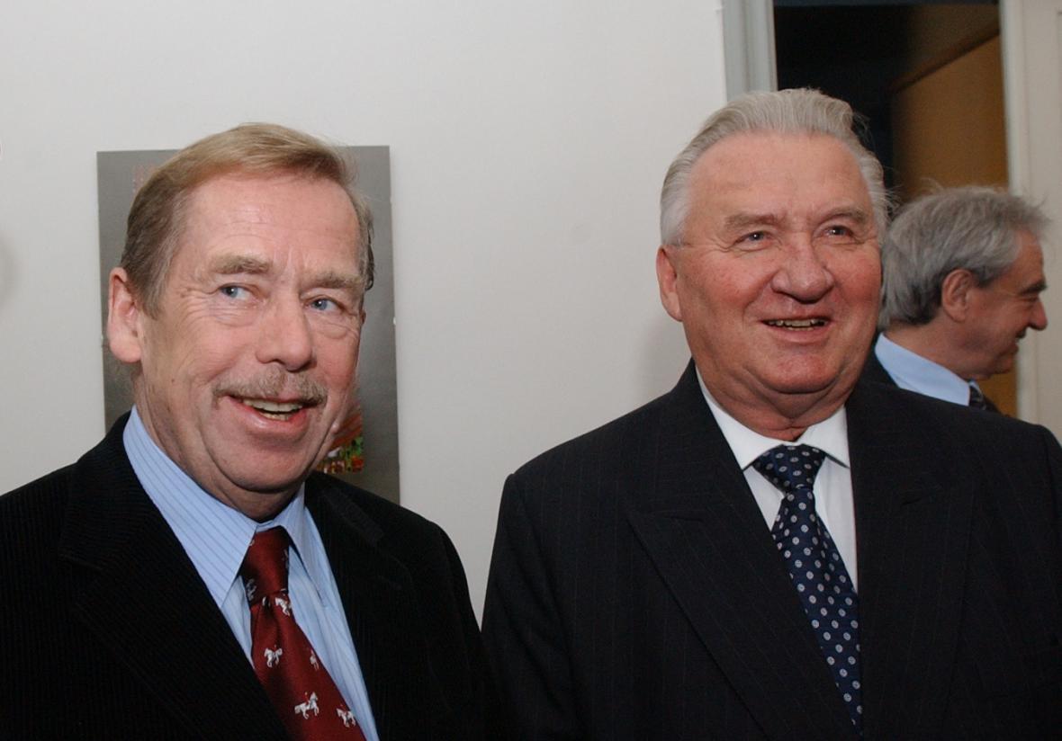 Václav Havel a Michal Kováč ve Slovenském institutu v Praze v roce 2003