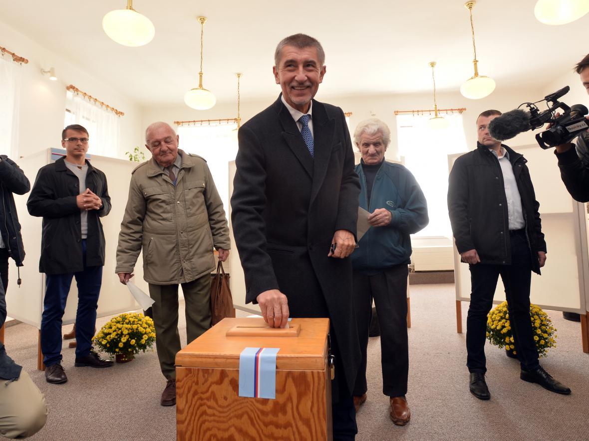 Andrej Babiš volil v Průhonicích u Prahy