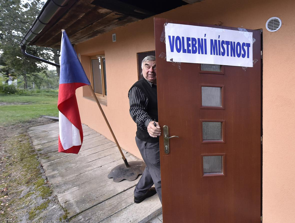 Volební místnost ve Vysoké Lhotě na Pelhřimovsku otevřel starosta František Plášil