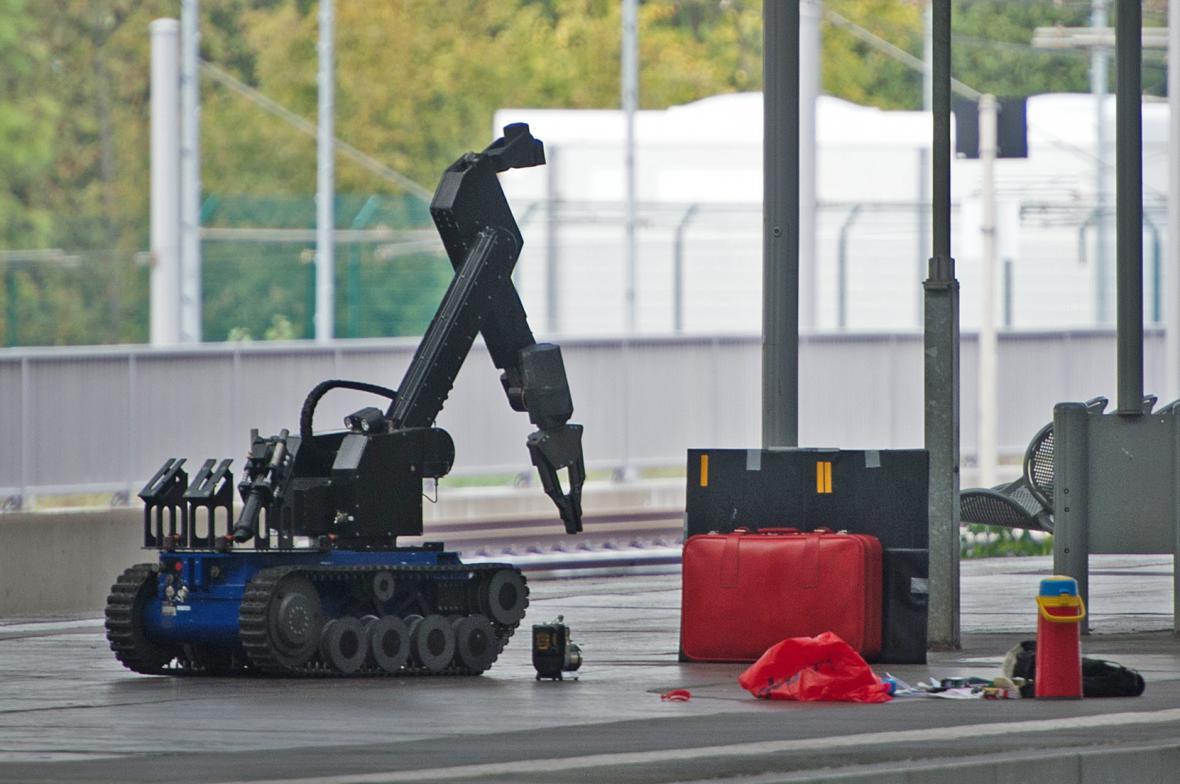 Podezřelá zavazadla musel zkontrolovat robot