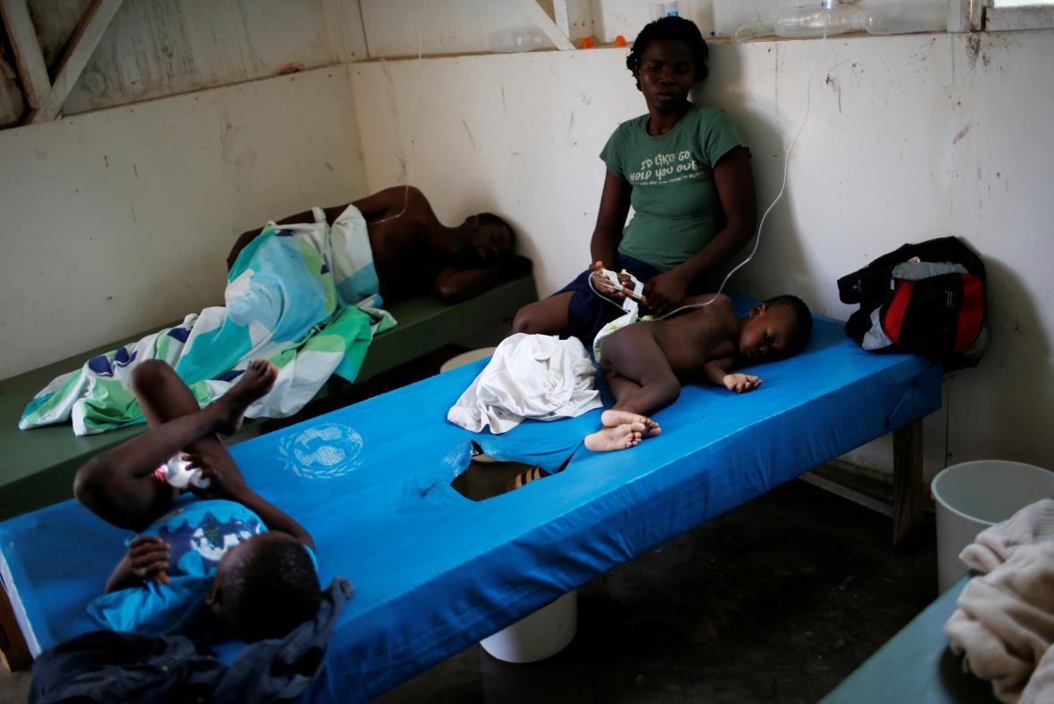 První pomoc poskytovaná Haiťanům s cholerou