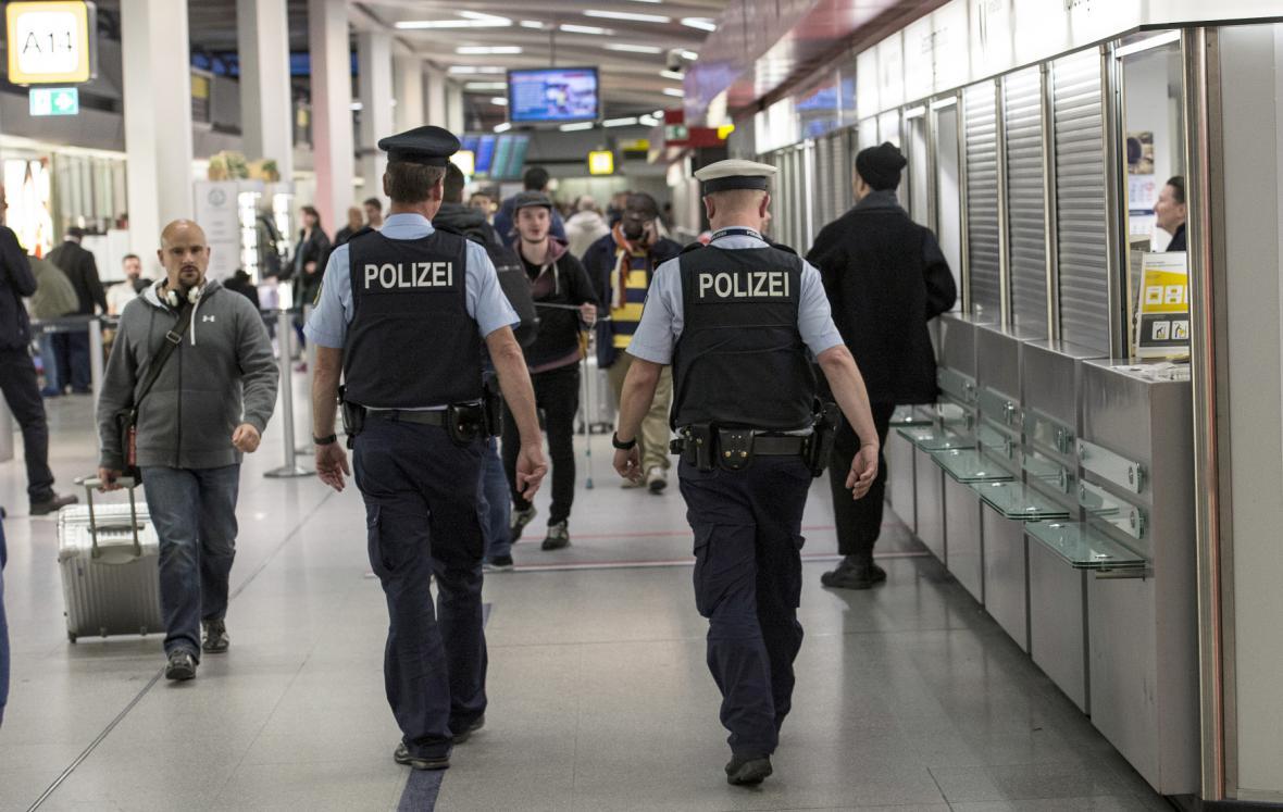 Německá policie na letišti Berlín Tegel