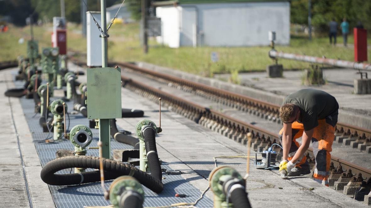 Oprava železniční vlečky v Kraillingu