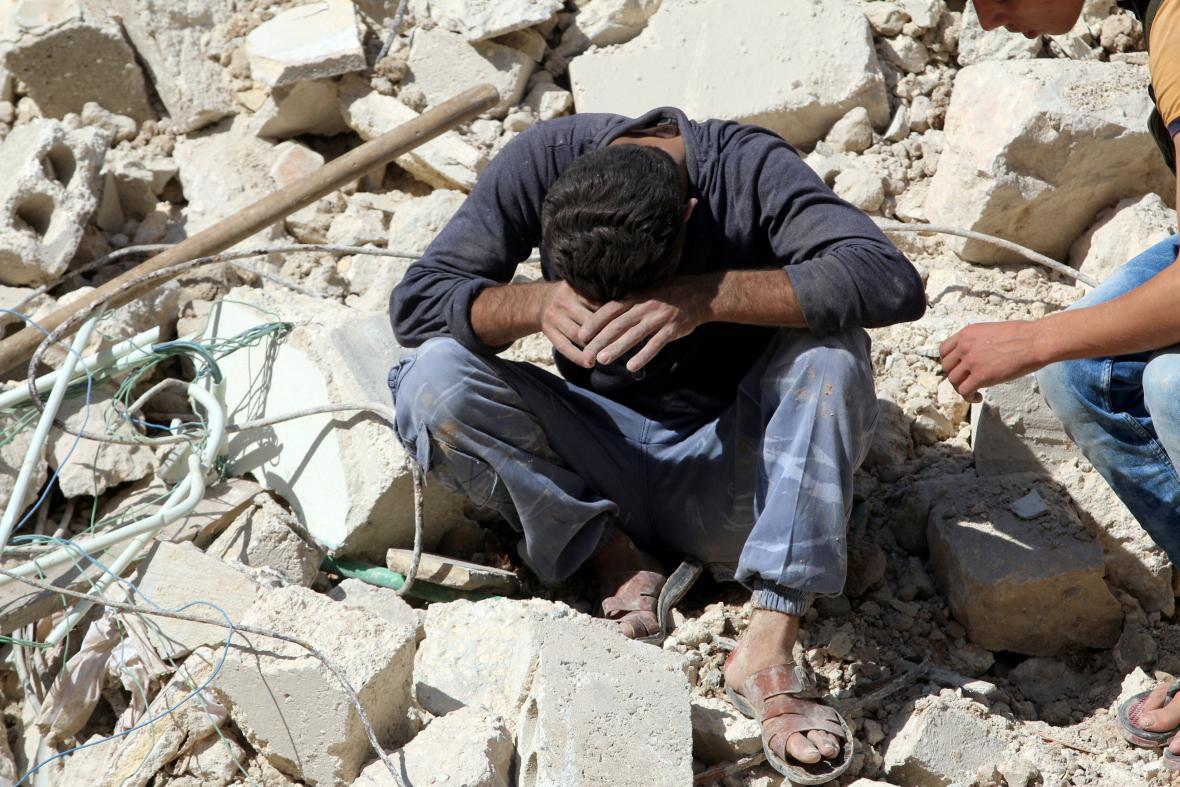 Nálet zničil tržiště v Aleppu