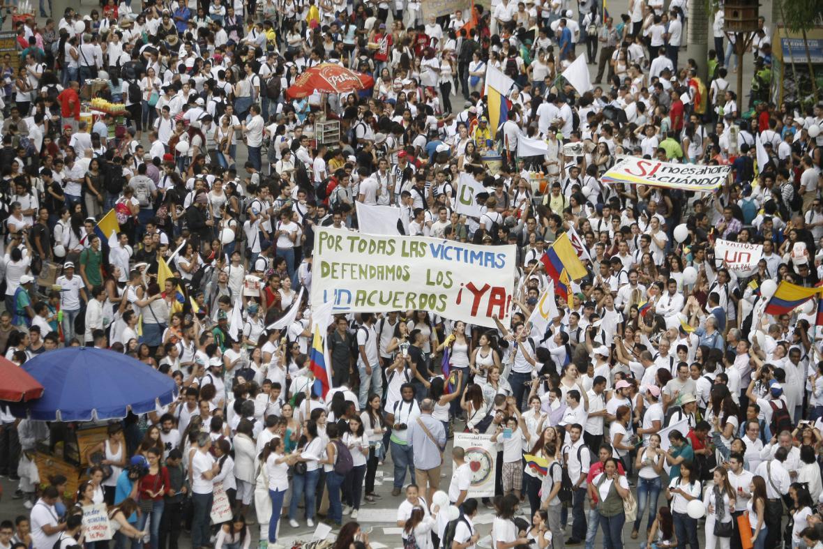 Demonstrace za mír v ulicích Medellinu