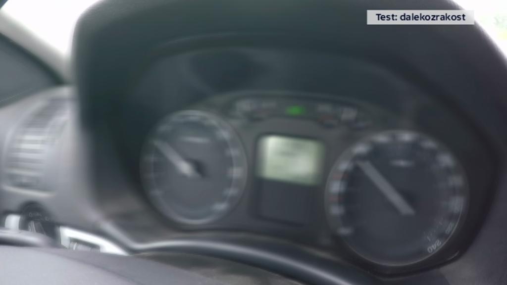 Dalekozrakost – řidič vidí rozmazaně nablízko
