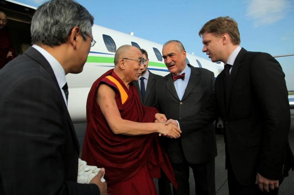 Dalajlama s Karlem Schwarzenbergem a Tomášem Hudečkem