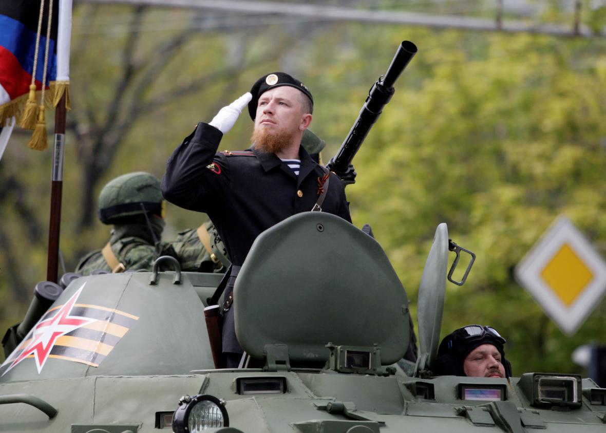 Arsen Pavlov při oslavách Dne vítězství v Doněcku 9. května 2016