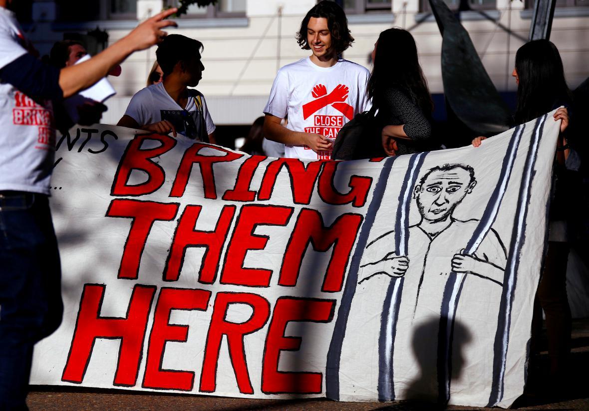 Aktivisté požadují přivezení běženců do Austrálie