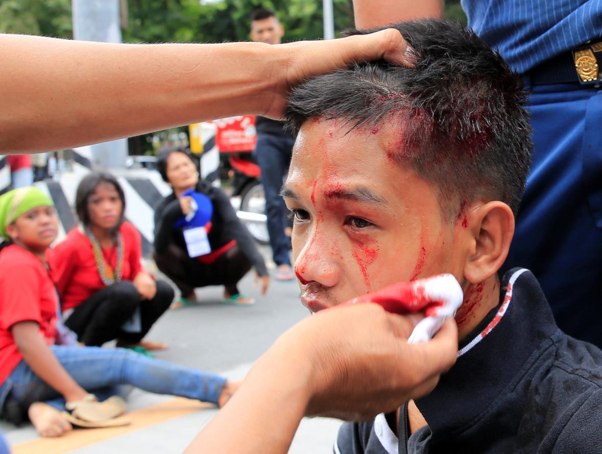 Protest proti USA v Manile