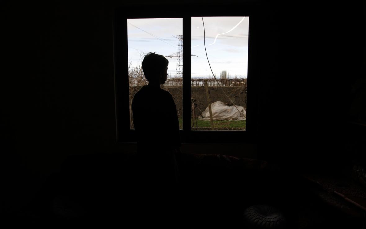 Krevní msta dělá z dětí vězně ve vlastním domově