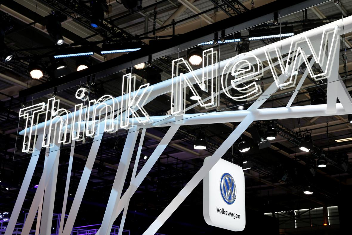 Přestavení nového elektrického auta firmy Volkswagen na autosalónu v Paříži