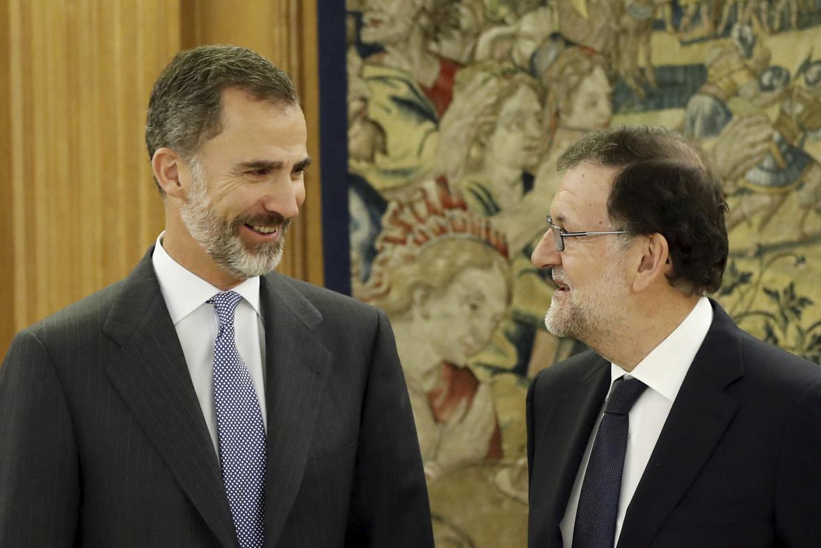Král Felipe VI. před jednáním s Marianem Rajoyem