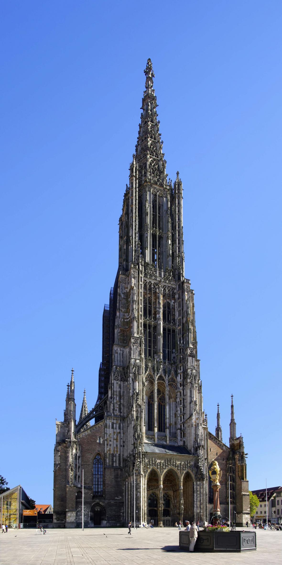 Dóm v Ulmu je nejvyšší církevní stavbou světa