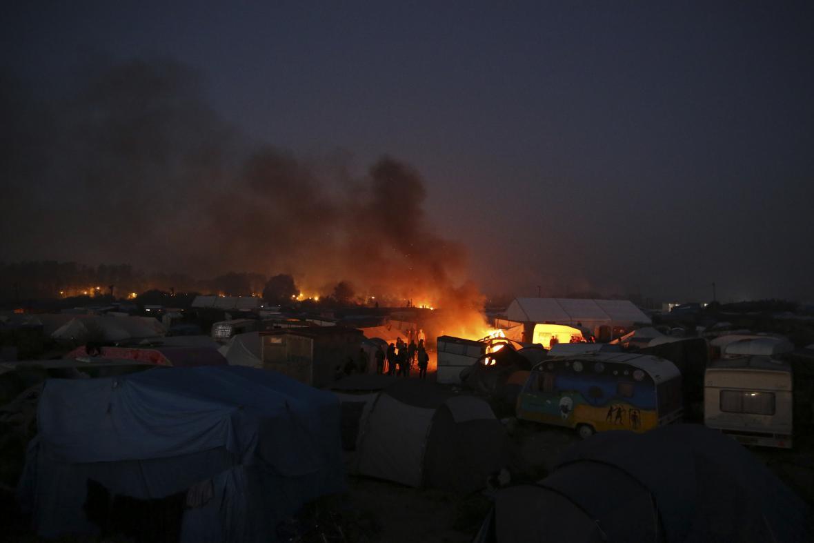 O úterní noci se v Calais objevilo několik požárů