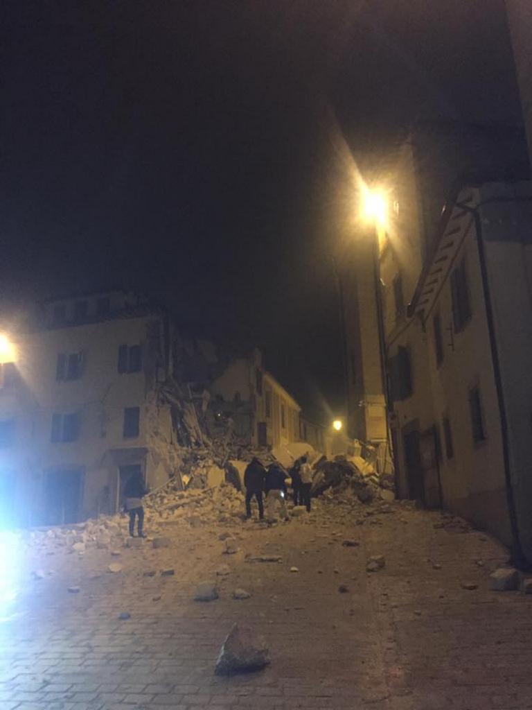 Následky otřesů ve městě Camerino