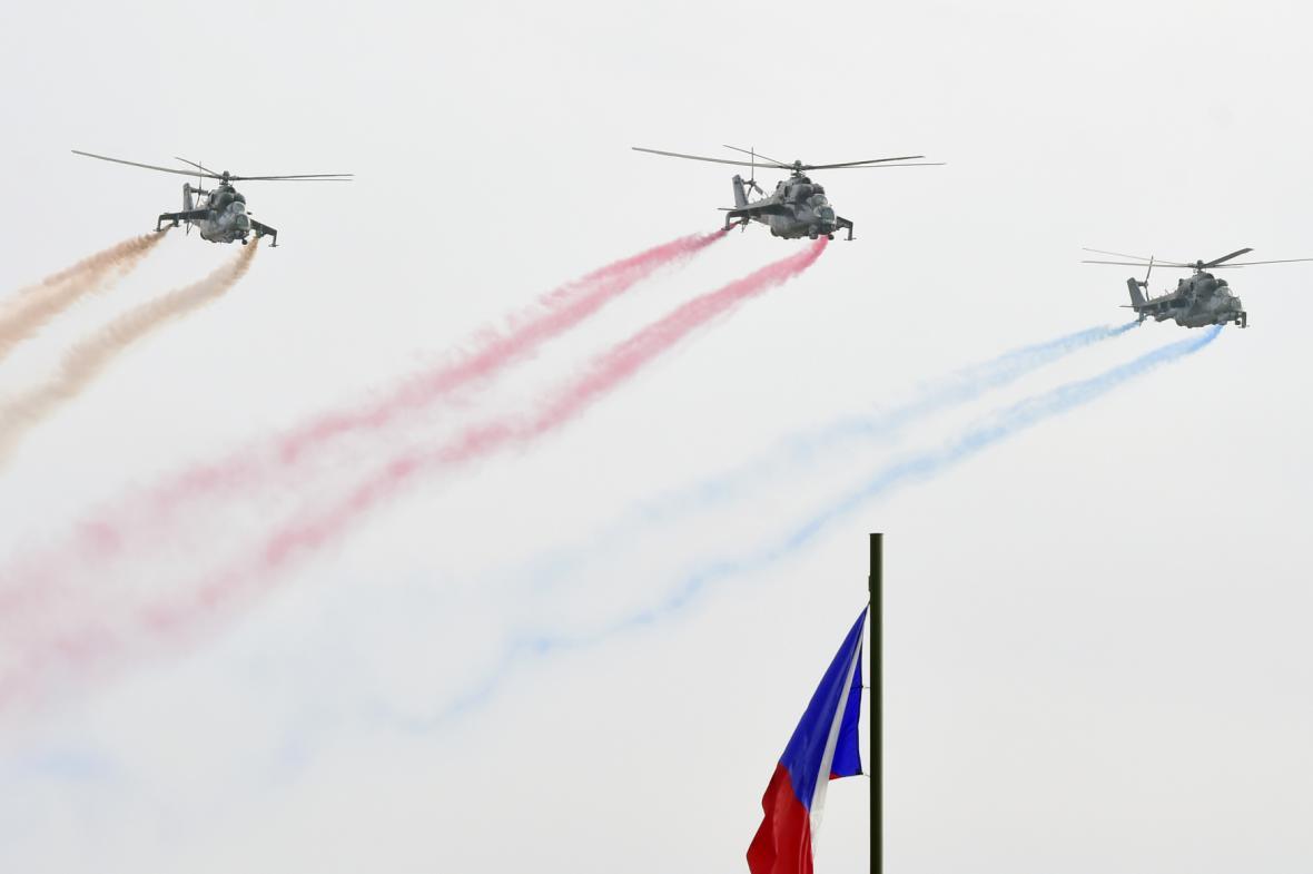 Přelet vrtulníků nad Vítkovem