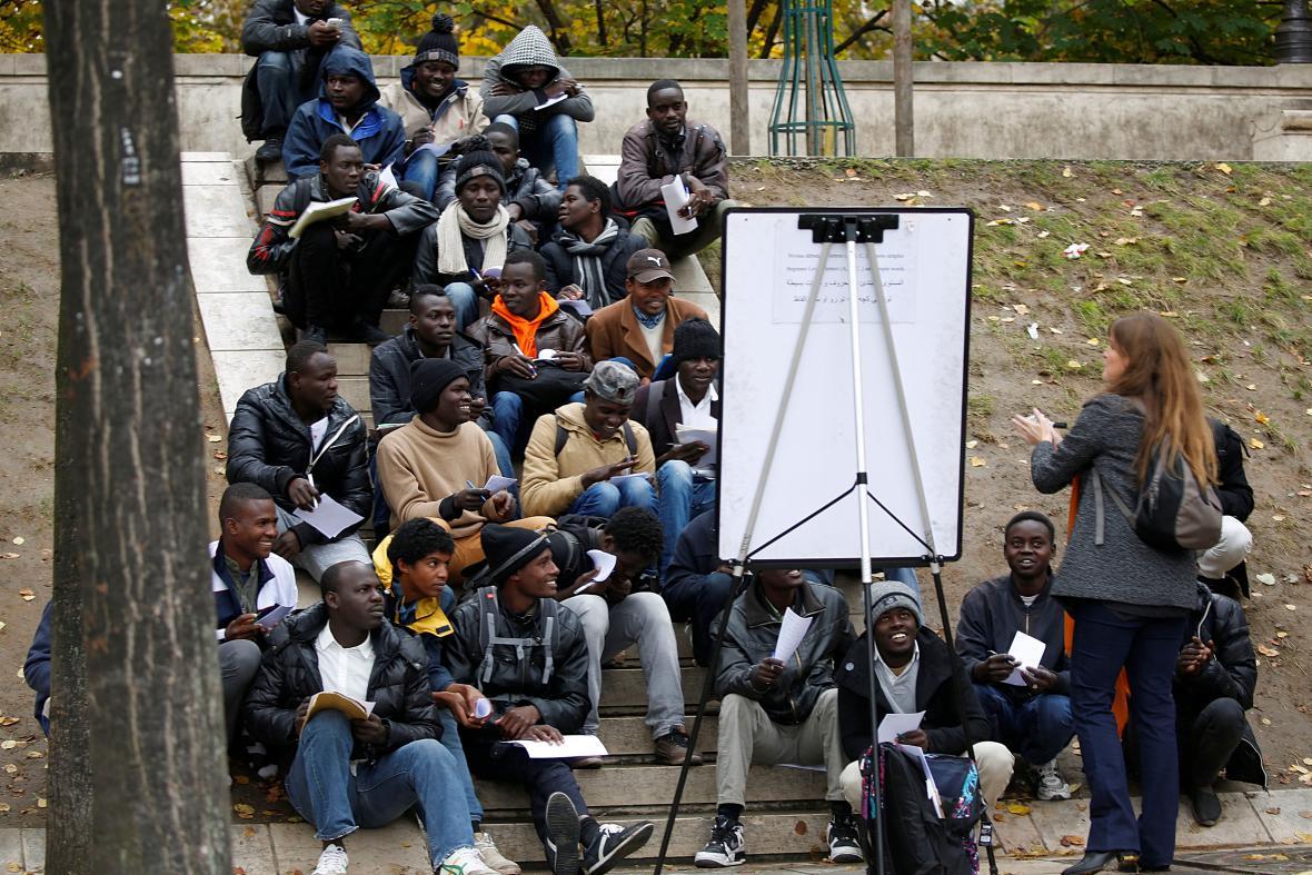 Přednáška pro migranty v Paříži