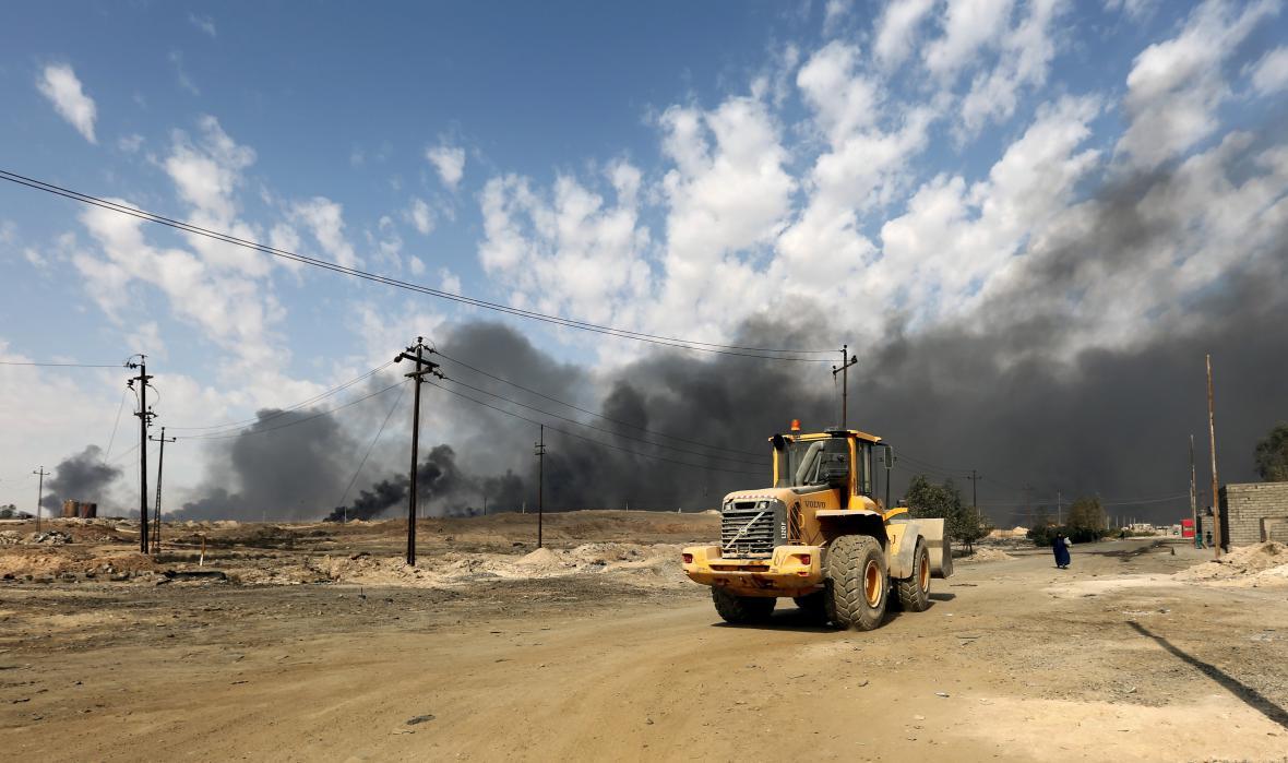 Boje zhruba 50 kilometrů od Mosulu