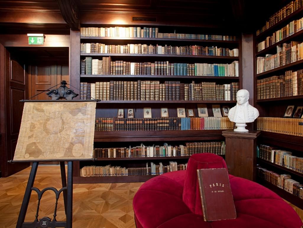 Knihovna v Oponicích