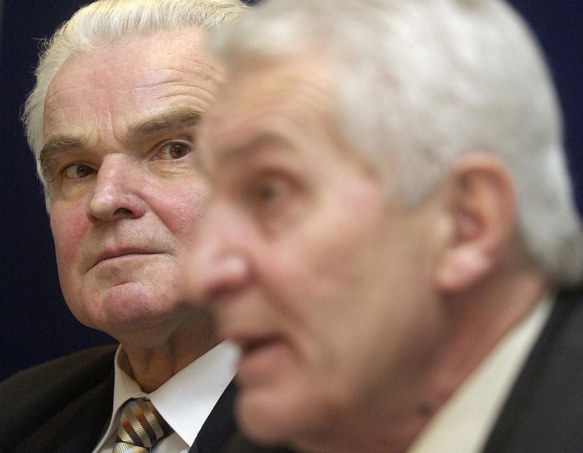 Likvidátor Harvardského průmyslového holdingu (HPH) Zdeněk Častorál (vlevo) a předseda představenstva HPH Karel Staněk na snímku z roku 2006