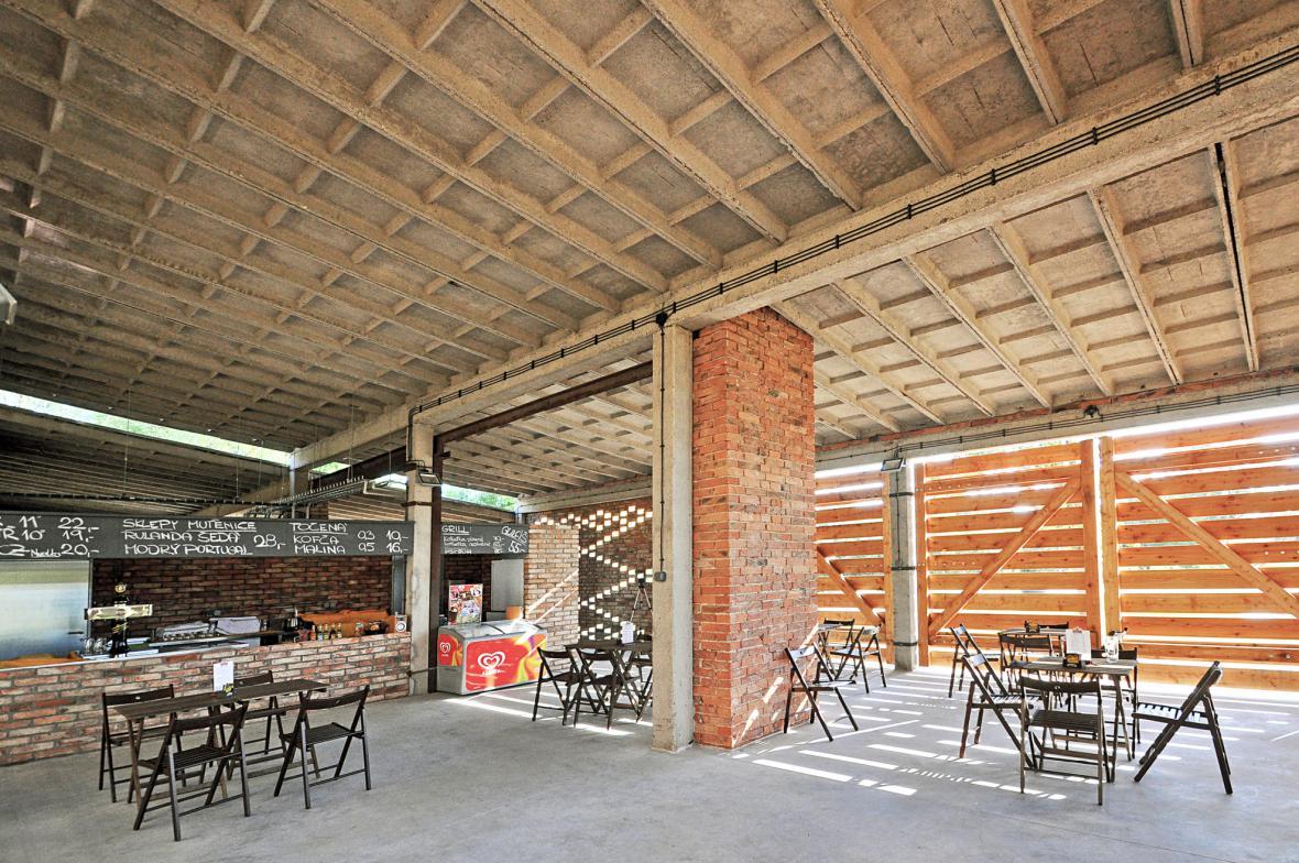 Adaptace honětických garáží na zázemí biotopu