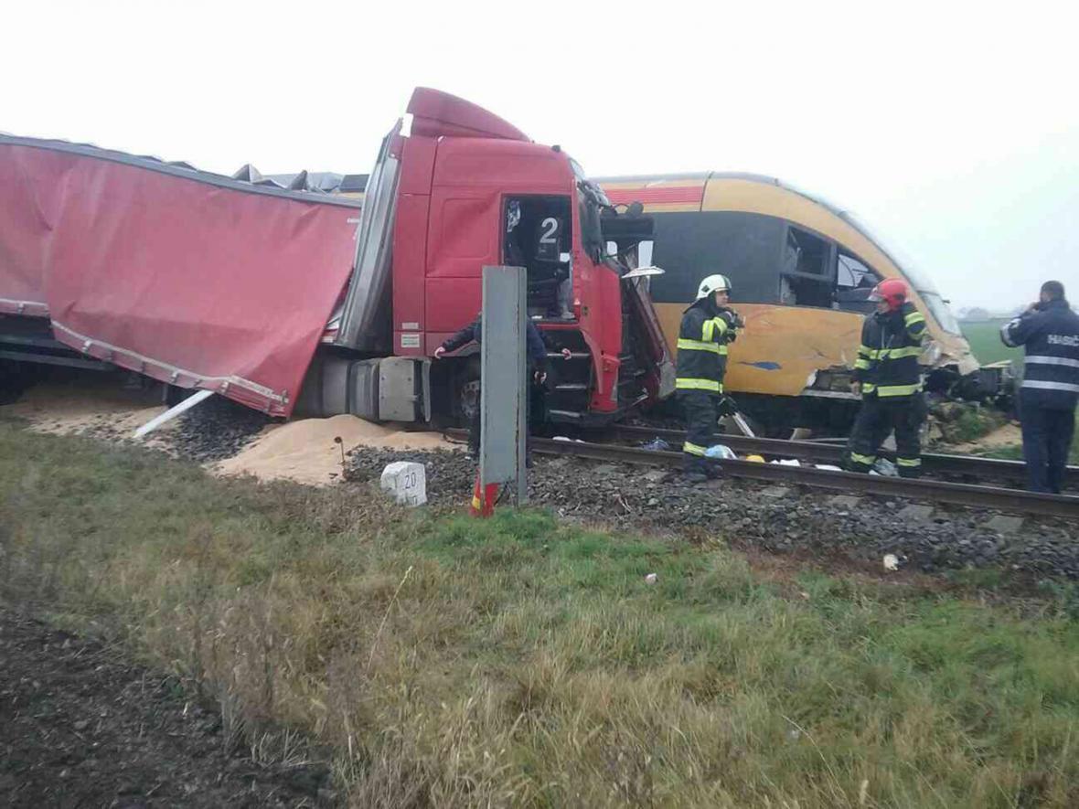 Srážka vlaku RegioJet s kamionem