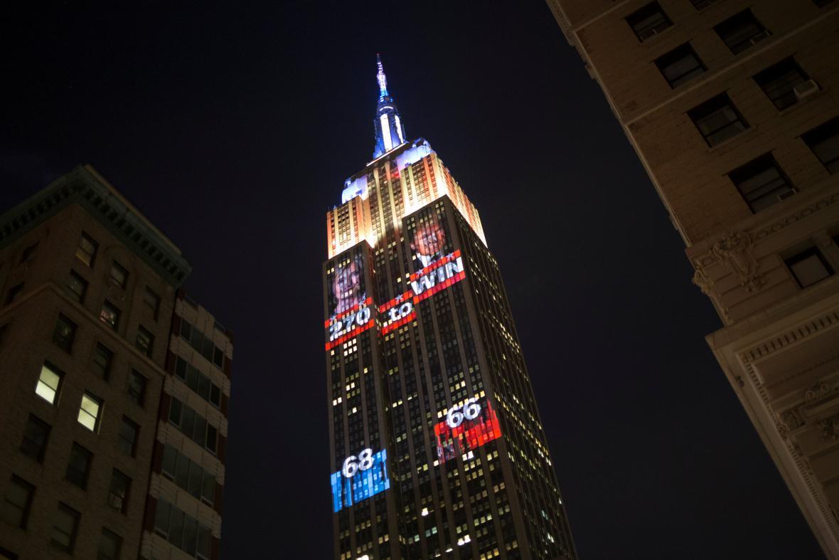 Průběžné sčítání výsledků v projekci na newyorský Empire State Building