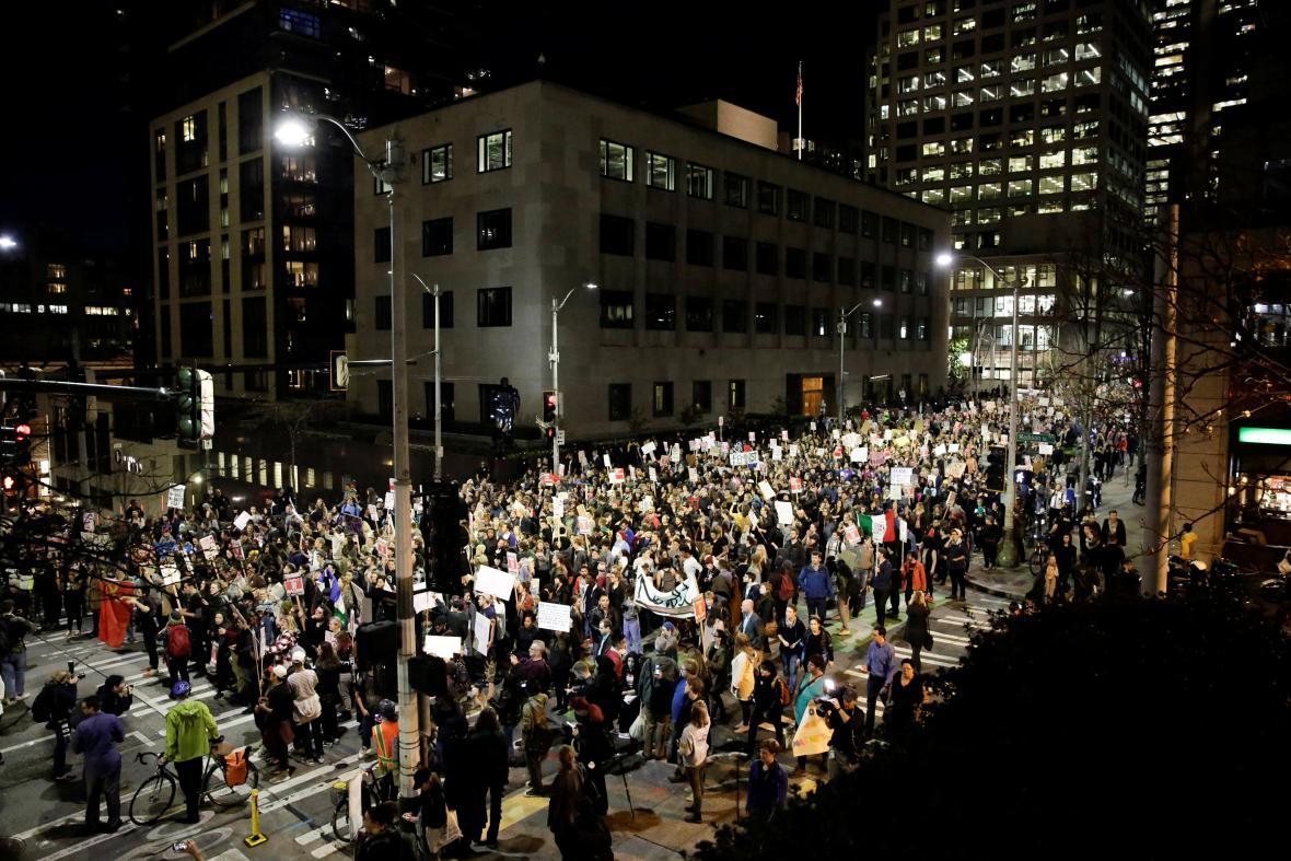 Protitrumpovský protest v Seattlu