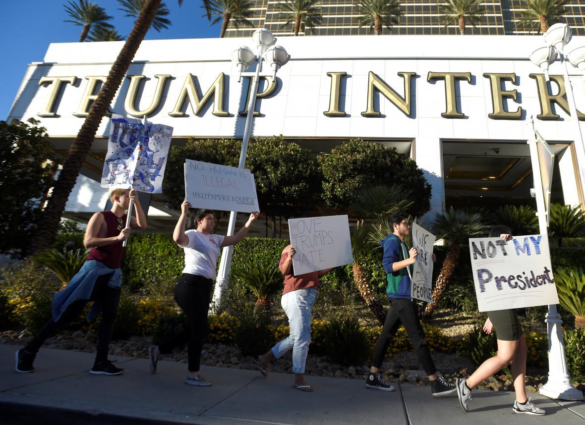 Demonstrace před Trumpovým hotelem v Las Vegas