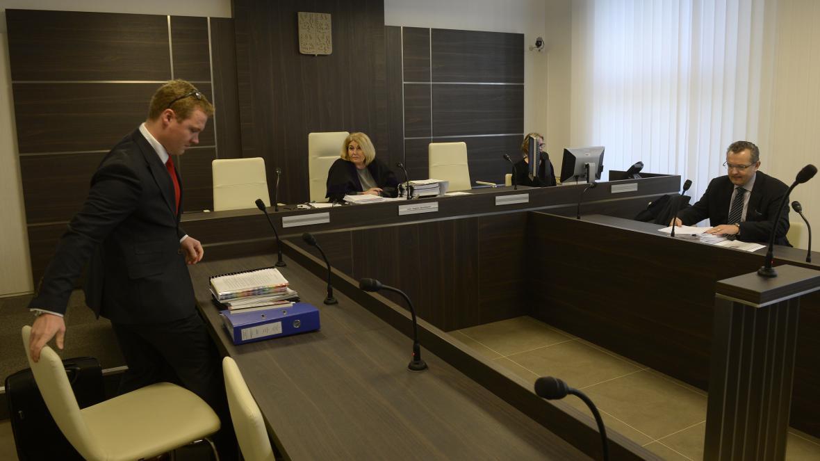 Advokát firmy Tronevia Tomáš Pavelec (vlevo) a advokát SÚKL Jiří Matzner (vpravo).