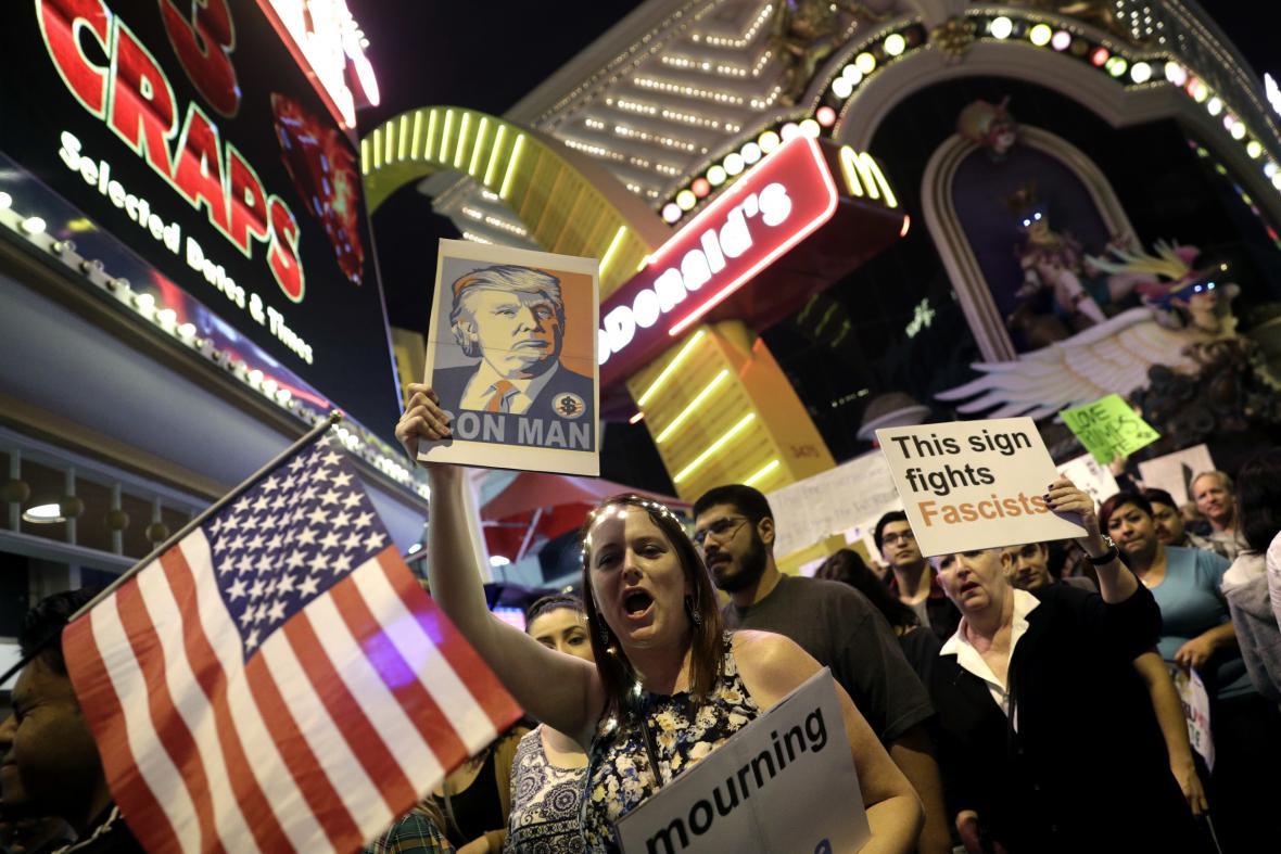 Demonstrace proti Trumpovi pokračují