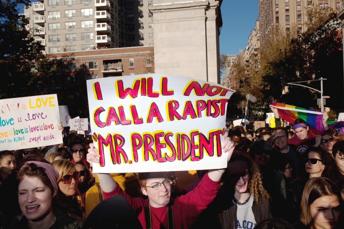 Newyorčané protestují proti zvolení Donalda Trumpa prezidentem