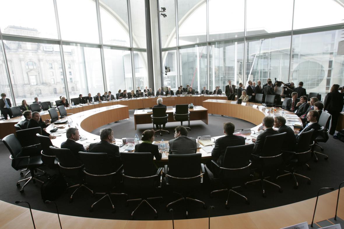 Steinmeier vypovídá před parlamentním výborem kvůli kauze Kurnaz (2007)