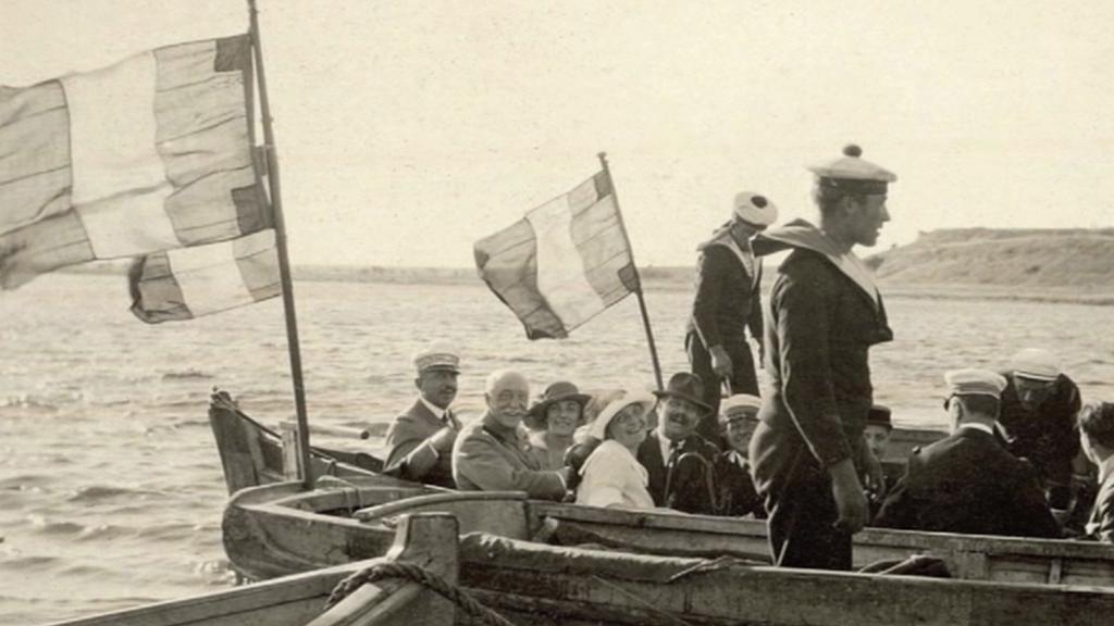Fotografie z rodinného archivu vnučky Pellého