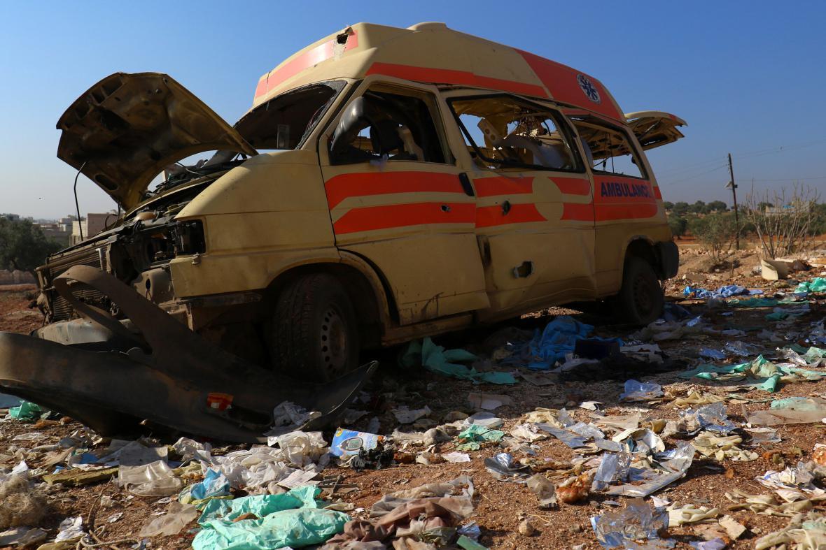 Zničená sanitka v oblasti Aleppa