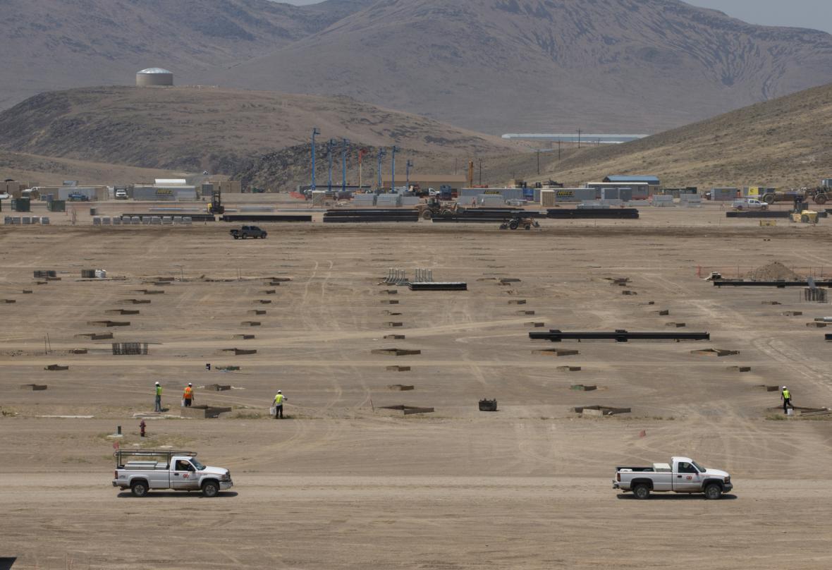 Stavební práce v sekci F nové Tesla Gigafactory v nevadské poušti (snímek je z července).