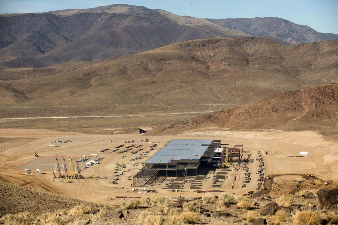 Výstavba Gigafactory v Nevadě (snímek je z února 2015)