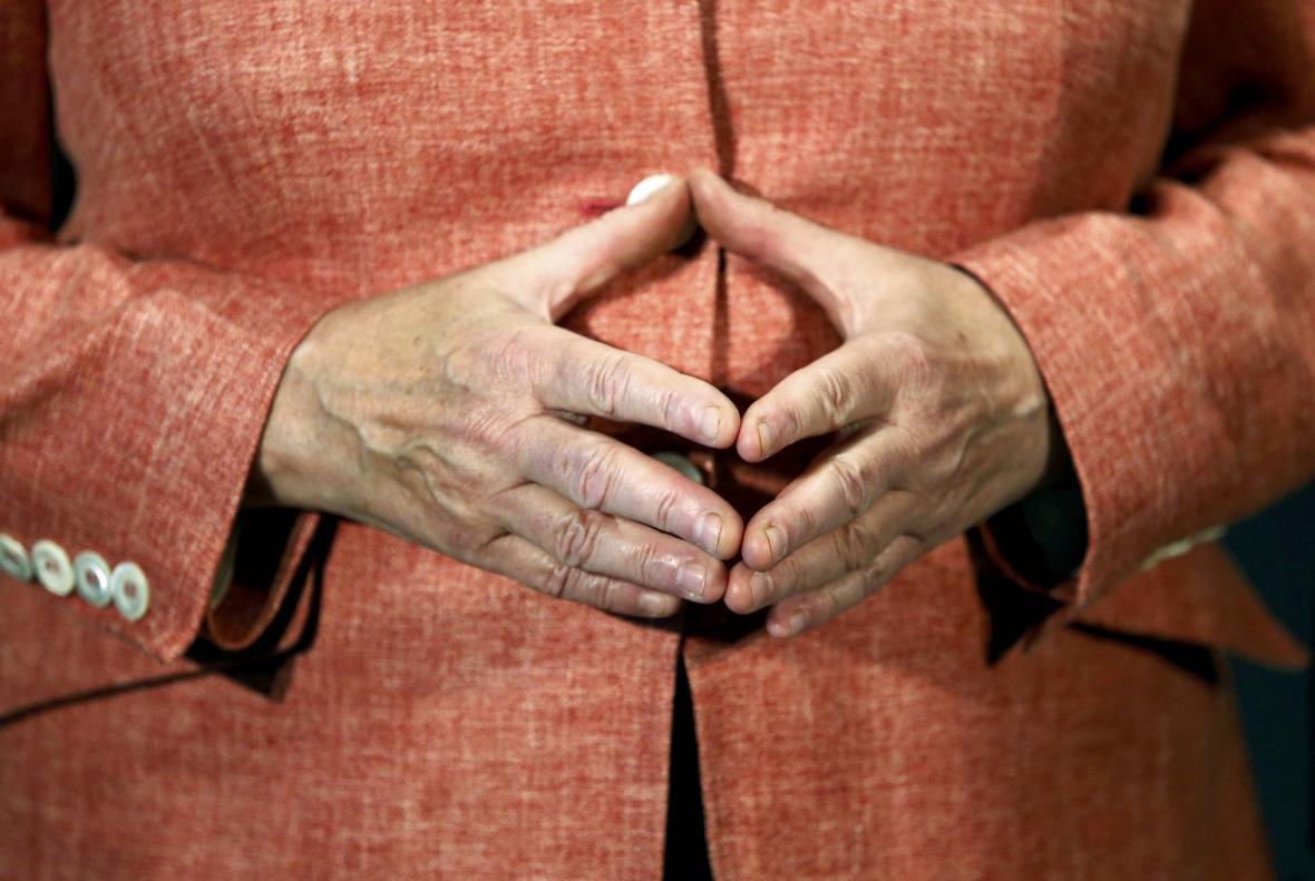 Typické gesto Angely Merkelové